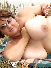Bigtits Fat Brunette Gets Naked And Teases Outdoor On Picnic